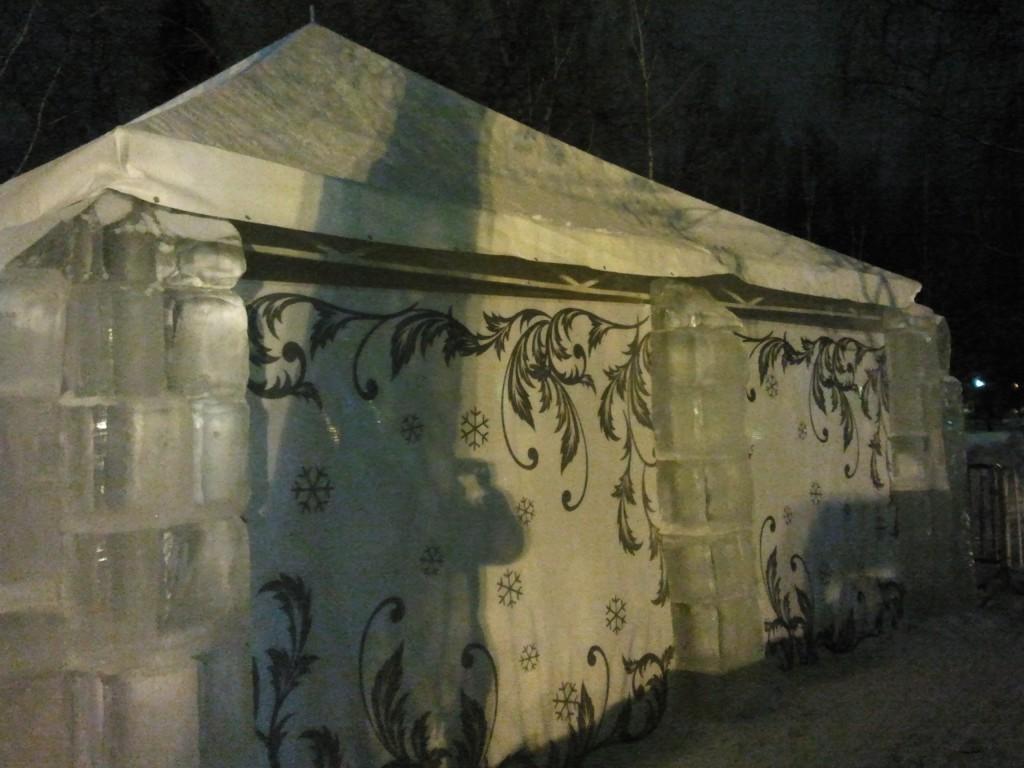 Оклейка стен павильона из поликарбоната
